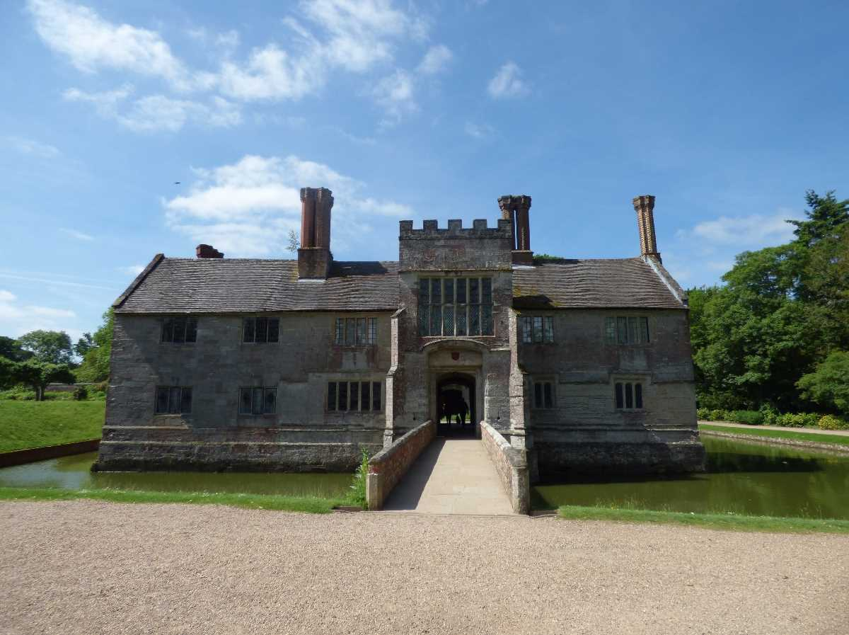 Baddesley Clinton - from the Forecourt